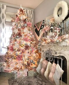 You know Christmas on the door and you have to prepare it well. Here we show you the best Christmas Decoration, Home Decor, Diy, Crafts, Christmas Ideas Types Of Christmas Trees, Pink Christmas Decorations, Black Christmas Trees, Christmas Tree Themes, Merry Christmas, Beautiful Christmas, Christmas Time, Holiday Decor, French Christmas