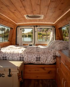 Still wondering how to convert your bus into a camper? Today it is my privilege to take you through some of the best short bus conversion ideas that w. Rent Camper, Build A Camper Van, Camper Van Life, Car Camper, Camper Caravan, Van Conversion Interior, Camper Van Conversion Diy, Conversion Vans For Sale, Small Camper Vans