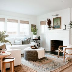 Bungalow living rooms - This California Bungalow Will Make You Want to Move Out West – Bungalow living rooms White Living Room, Small Living Room, Bungalow Interiors, Furniture, Home, Interior, Bungalow Living Rooms, Livingroom Layout, Home Decor