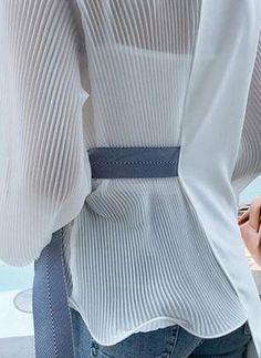 Fashion V Neck Loose Long Sleeve Chiffon Blouse Fashion V Neck Loose Long Sleeve Chiffon Blouse – Wikiyoung Fashion V Neck Loose Long Sleeve Chiffon Shirt – blouse designs latest,chic blouses,women … Blouse Styles, Blouse Designs, Hijab Fashion, Fashion Dresses, Hijab Stile, Mode Hijab, Chiffon Shirt, Looks Style, Ladies Dress Design