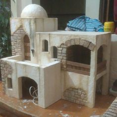 Casa para Belén. #pesebristas #pesebre #belenismo #belenes Christmas Nativity Scene, Christmas Carol, Christmas Settings, Christmas Decorations, Wood Pallet Planters, Christmas Arts And Crafts, Clay Houses, Model Train Layouts, Japanese House