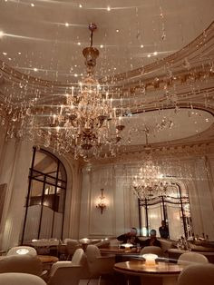 Staying at Hôtel Plaza Athénée – Paris, France Cream Aesthetic, Boujee Aesthetic, Brown Aesthetic, Aesthetic Collage, Aesthetic Vintage, Aesthetic Photo, Aesthetic Pictures, Plaza Athenee Paris, Different Aesthetics