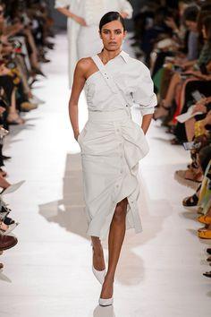 Fashion show max mara ready-to-wear spring-summer 2019 women womenswear max mara ss milan fashion week Fashion 101, Fashion Week, Runway Fashion, Boho Fashion, Fashion Show, Fashion Outfits, Fashion Design, Fashion Trends, Fashion Online