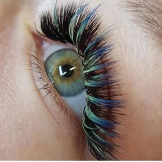 Beyond excited that we will soon be offering coloured lashes for sale.Some of the work is simply Stunning, that you can achieve with some gorgeous colour to make those eyes pop . Makeup News, Eye Makeup Tips, Beauty Lash, Beauty Spa, Eyelash Extensions Styles, Eyelash Growth, Volume Lashes, Best Beauty Tips, Eye Make Up