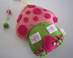 MySweetfelt Handmade felt baby mobile and name banners di MySweetfelt Felt Christmas Ornaments, Christmas Crafts, Christmas Houses, House Ornaments, Felt Mushroom, Mushroom House, Felt Keychain, Fabric Crafts, Diy Crafts