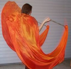 Learn to make some sweet veil poi, aka Voi. This is the only in depth tutorial I could find after scouring the net! Belly Dancer Costumes, Burlesque Costumes, Belly Dancers, Diy Costumes, Dance Costumes, Worship Dance, Praise Dance, Praise And Worship, Diy Poi