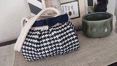 Ravelry: Houndstooth Handbag pattern by Jennifer Pionk