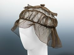 Circa 1920 silk net dinner hat by Caroline Reboux, French. Reboux presents here an unusual and intriguing reinterpretation of the century calash, transforming it into a soft and close-fitting evening cap. Suzy, Caroline Reboux, Mobile Art, Paris Mode, Costume Collection, Vintage Bags, Vintage Stuff, Classy And Fabulous, Headgear