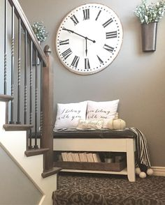 This week I tackled another project on my list. This landing.I've been stumped with what would work in this little area, and then it hit me! I moved this bench from my room (it was overcrowded) chalk painted the dark espresso colored wood and distressed Modern Paint Colors, Rustic Paint Colors, Entryway Paint Colors, Diy Casa, Cozy Living Rooms, Apartment Living, Apartment Entryway, Rustic Apartment, Living Room Ideas House