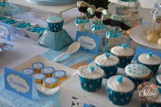 Cupcakes, oreo pops y moneditas personalizadas