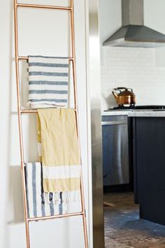 Gorgeous DIY Copper Pipe Ladder - would be so pretty in a bath!