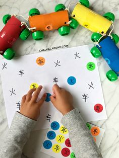 Recycled cardboard roll train and sticker matching - FUN Mandarin Chinese learning ideas for my vehicle-obsessed son! Transportation Activities, Kids Learning Activities, Hands On Activities, Educational Activities, Montessori Color, Montessori Materials, Recycled Crafts Kids, Crafts For Kids, Multicultural Crafts