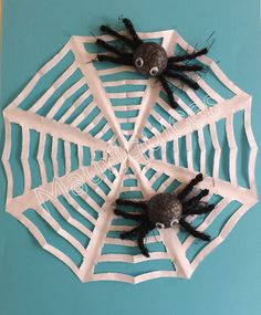 Mauriquices: O namoro das aranhas... Lesson Plans, Halloween, Gift Wrapping, How To Plan, Gifts, Boyfriends, Spiders, Animais, Spring