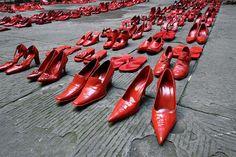 Protester la violence contre les femmes. Omicidio Dore, a Gavoi l'iniziativa Scarpette Rosse contro il femminicidio