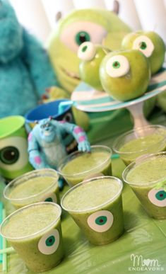 Davis Vision – These Monster Smoothies are simply the best! Spinach and other dark, leafy greens are rich in lutein and zeaxanthin, which help improve vision and maintain it long-term. Mike E Sulley, Mike Wazowski, Monster University Birthday, Monster Inc Birthday, Monster Inc Party, Monster Food, Festa Party, Smoothie Drinks, 2nd Birthday Parties