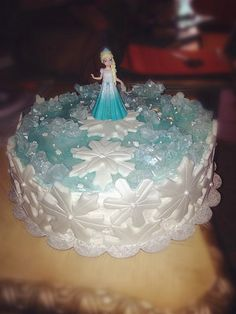DIY frozen Elsa snowflake cake for 2014 Halloween party - rock candy, pipping gel #Halloween