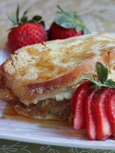 Creme Brulee French Toast recipe : absolutely the best French toast recipe ever.  Perfect for a special occasion brunch- everyone will ask you for the recipe!
