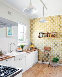 Sofisticado e marcante... O estilo retrô sempre está em alta os papéis de parede geométricos deixam o espaço mais dinâmico e alegre. :) <3 #home #design #inspiration #decor #decoration #homedecor #casa #decoracao #inspiracao #homedecoration #casanova #coz