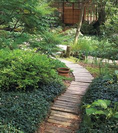 10 DIY garden paths made from upcycled finds – Cottage Life