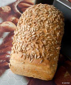 Brood met veel zaadjes / Many-Seed Bread by Levine1957, via Flickr