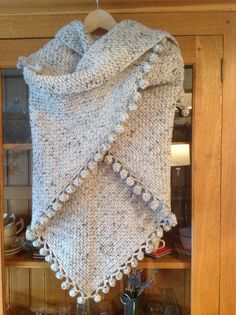 Granietsteek. Use linen stitch? Poncho shawl