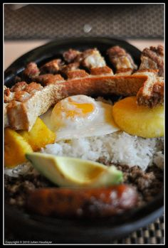 Bandeja Paisa - a whole bunch of deliciousness on a plate, Colombia Colombian Cuisine, Colombian Recipes, My Favorite Food, Favorite Recipes, Latin Food, I Want To Eat, South America, Love Food, The Best