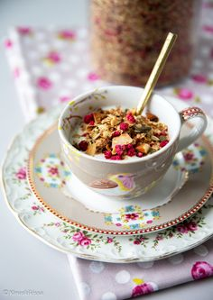 Granola, Tea Time, Cereal, Tea Cups, Food And Drink, Healthy Recipes, Eat, Breakfast, Tableware