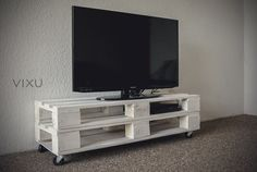 Mueble para TV hecho de palets/TV stand #vixu #pallet #palet #recicla #TV #mobiliario #interior