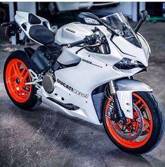 Cool looking Ducati 1199 Panigale Triumph Motorcycles, Cool Motorcycles, Image Moto, Ducati Custom, Moto Design, Honda, Ducati 1199 Panigale, Custom Sport Bikes, Enduro