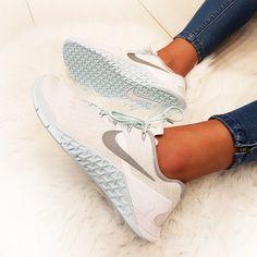 NIKE PERFORMANCE NIKE METCON 3 REFLECT - weiß türkis // Foto: Sneakerparadies |Instagram