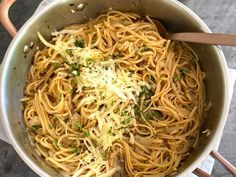 Inspired by the deeply savory flavors of French onion soup, this single-pan pasta is a surefire crowd please—and better still, it couldn't be easier to make. You start by caramelizing your onions to … Pasta Dishes, Food Dishes, Main Dishes, Side Dishes, Pasta Recipes, Dinner Recipes, Cooking Recipes, Dinner Ideas, One Pot Pasta