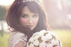 I capelli sciolti, un'acconciatura per la sposa del 2014.