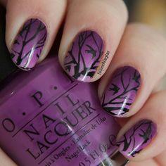 Jag älskar lila och #veckansopi tema är just denna snygga färg. Denna manikyr påminner mig om en vacker symning eller precis innan soluppgång när fåglarna är som mest aktiva. Jag har gjort en gradient med Opi Purple palazzo pants Opi I manicure for beads Opi Skating on thin ice-land. Sen har jag stämplat med Bm-s206.  by siljesnaglar