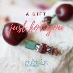 Ohrringe aus Glücksnüssen, Naturmaterial, hochwertige Perlen. Design & handgefertigt by souldesign. Erhältlich im onlineshop. Schmuck Design, Just For You, Bracelets, Jewelry, Semi Precious Beads, Handmade Jewelry, Ear Rings, Chain, Jewlery