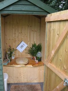 composting glamloo...who says low-tech & sustainable has to be uncivilised?!