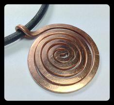 Kupferspirale an Lederkette eternity von LaSombrilla auf Etsy