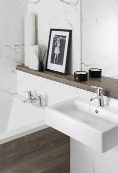 The new Kelly Hoppen range for Crosswater. We're having a giveaway - win one of the taps from this collection monochrome wood bathrooms marble salle de bain en marbre signée par la décoratrice Kelly happening