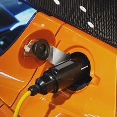 #充電中   #japan #tokyo #aoyama #auto #automobile #car #sportscar #electricvehicle #tesla #roadster #テスラ #ロードスター by apple_shinnosuke