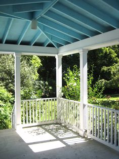 Ain't you heard of 'haint'? – Grits & Greens Basement Paint Colors, Basement Painting, Haint Blue Porch Ceiling, Plantation Style Homes, Southern Architecture, Colored Ceiling, Ceiling Color, Blue Ceilings, Building A Porch