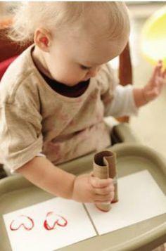 Stempeln von Herzen können selbst schon die ganz Kleinen wie: http://www.rustandsunshine.com/2012/01/heart-stamps.html