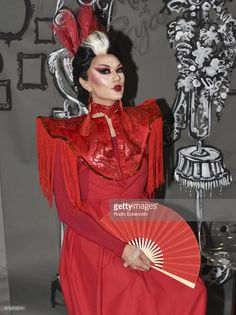 RuPaul's Drag Race Season 3 contestant Manila Luzon poses for portrait at the annual RuPaul's DragCon at Los Angeles Convention Center on April 2017 in Los Angeles, California. Manila Luzon, Los Angeles Convention Center, Feeling Fine, The Vivienne, Love Your Hair, Rupaul, Poses, Drag Queens, Rodin