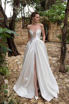 A(z) 2061 legjobb kép a(z) Esküvői ruhák táblán ekkor  2019  64ca037c1d
