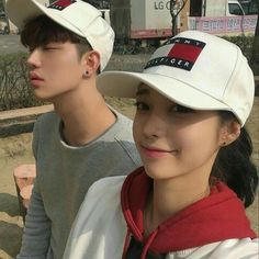 Read Cute couple from the story 🌸 Korean Icons 🌸 by -Pandinhaa with 194 reads. Korean Ulzzang, Ulzzang Boy, Girl Couple, Sweet Couple, Korean Couple, Korean Girl, Couple Goals Cuddling, Ulzzang Couple, Avatar Couple