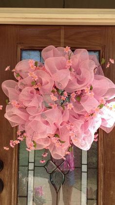 pretty Spring wreath-- I don't generally care for these, but this one is really lovely...