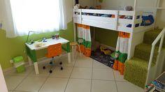 Grand fan des bidouilles sur base IKEA, je me décide à partager mes dernier travaux pour la réalisation d'un lit cabane destinée à mon fils. J'ai refait la chambre de mon fils de 6 ans, je voulais lui faire un lit cabane, on en trouve pas mal sur base KURA mais je trouve la structure trop basse et pas très réussi niveau look. Je suis donc partie sur une base de lits superposés MYDAL que j'ai associé de façon classique à un meuble escalier TROFAST. J'ai descendu la structure de 12cm pour…