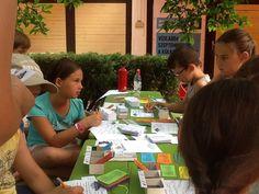 A társasjátékban azt megtanulták a gyerekek, hogy hogyan kövesék nyomon a pénzüket.