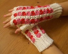 Free pattern - Scrap Heart Fingerless Gloves