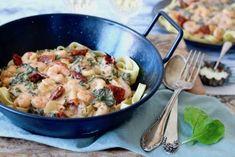 Heb je zin in een heerlijke pasta vanavond? Dan zit je hier goed! Deze romige pasta met garnalen is een simpele en snelle maaltijd waar je iedereen blij mee maakt. Hiervoor maakte wij al eens pasta met merguezworstjesen gezondere pasta met kip en pesto. Vandaag een nieuwe variant: met garnalen... Pesto Pasta, Aioli, Pasta Recipes, Love Food, Risotto, Potato Salad, Healthy Life, Food And Drink, Healthy Recipes