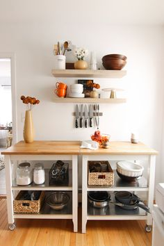 ✔ 66 cozy small apartment decorating ideas on a budget 22 Related Hickory Kitchen Cabinets, Painting Kitchen Cabinets White, Interior Design Living Room Warm, Design Bedroom, Bedroom Ideas, Small Apartment Decorating, Apartment Ideas, Small Apartments, Decoration