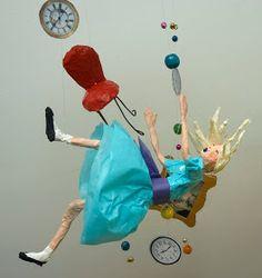 """El Taller de Pepa: UN MÓVIL INSPIRADO EN """"ALICIA EN EL PAÍS DE LAS MARAVILLAS"""" Paper Clay Art, Miniature Crafts, Wire Art, Paper Cutting, Creative Art, Decoration, Alice In Wonderland, Art Dolls, Art For Kids"""